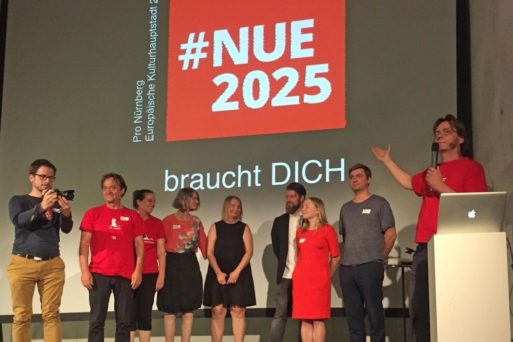 Nue2025 bei der Übergabe der Forderungen an das Kulturhauptstadt Bewerbungsbüro im neuen Museum Nürnberg, 2019.