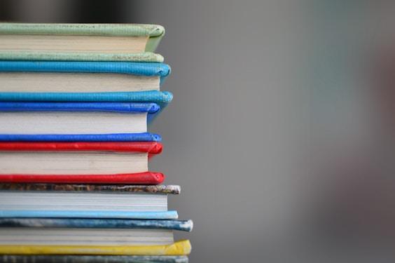 Symbolbild Bücher (Bewerbungsbuch / Bid Book)